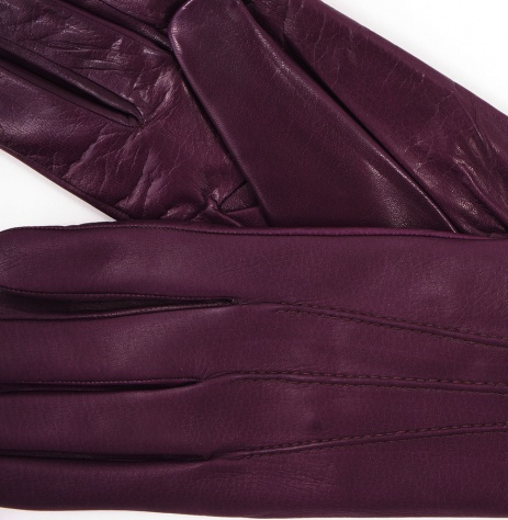 Thick lined winter gloves or wool mittens are perfect for the chilliest days; thinner leather gloves are best when temperatures aren't too low and you need full use of your hands. Pick a pair of gloves that coordinate with your winter coat or fall jacket so this practical accessory serves as a stylish accent.